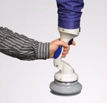 Вакуумный подъемник с присоской для пластиковых пивных кег. Управление типа JoyStik осуществляется одной рукой